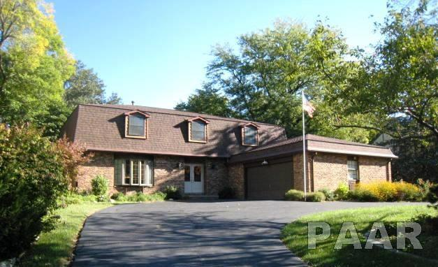 111 E Coventry Lane, Peoria, IL 61614 (#1188088) :: Adam Merrick Real Estate