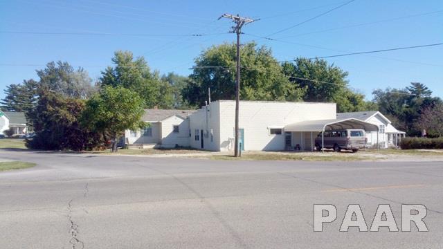 985 W Locust, Canton, IL 61520 (#1188212) :: Adam Merrick Real Estate