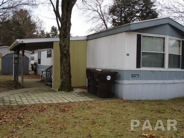 44 Pinewood, Chillicothe, IL 61523 (#1190367) :: Adam Merrick Real Estate