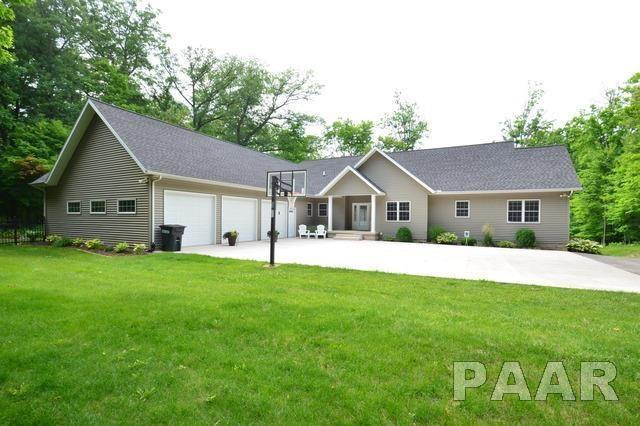 1116 Fondulac Drive, East Peoria, IL 61611 (#1190719) :: Adam Merrick Real Estate