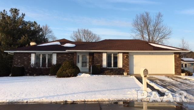 212 Pinecrest, Macomb, IL 61455 (#1191407) :: Adam Merrick Real Estate