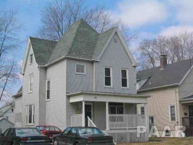 1911 N Missouri Avenue, Peoria, IL 61603 (#1191605) :: Adam Merrick Real Estate