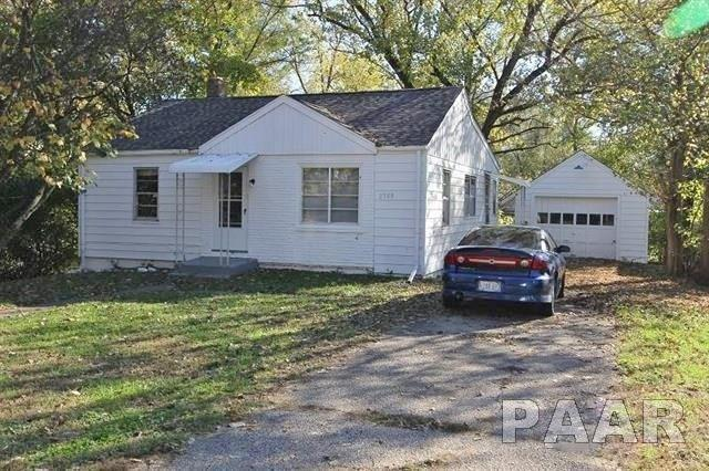 2308 W Butler Street, Peoria, IL 61605 (#1191606) :: Adam Merrick Real Estate