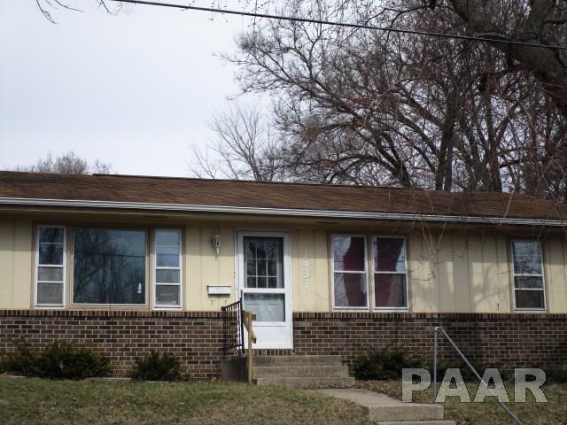 1437 E London, Peoria, IL 61603 (#1191964) :: Adam Merrick Real Estate