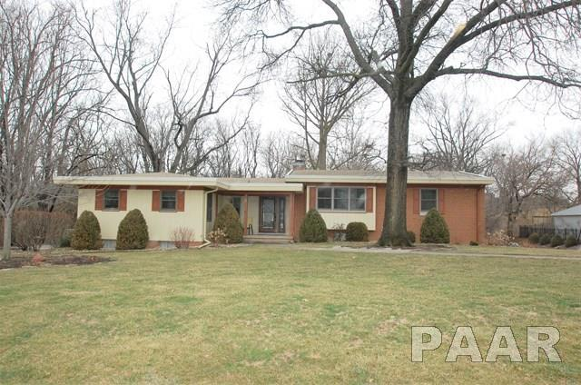 501 W Clara Avenue, Peoria, IL 61614 (#1192033) :: Adam Merrick Real Estate