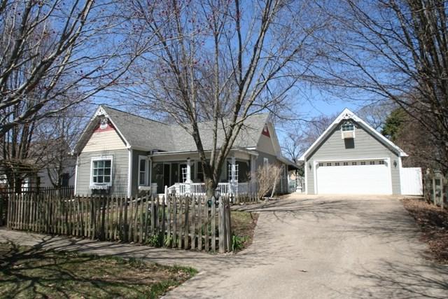 202 W Fast Street, Mackinaw, IL 61755 (#1193473) :: Adam Merrick Real Estate