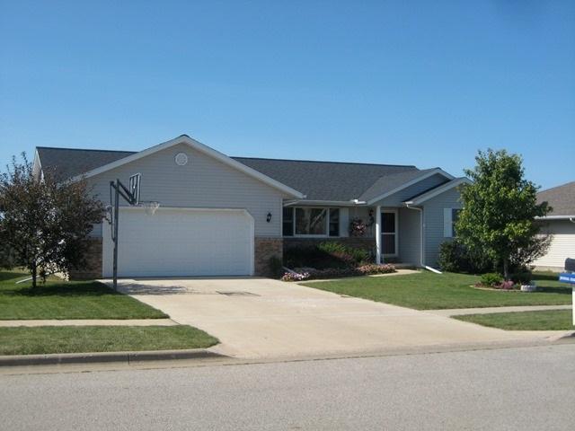 820 Dennis, Eureka, IL 61530 (#1197479) :: Adam Merrick Real Estate