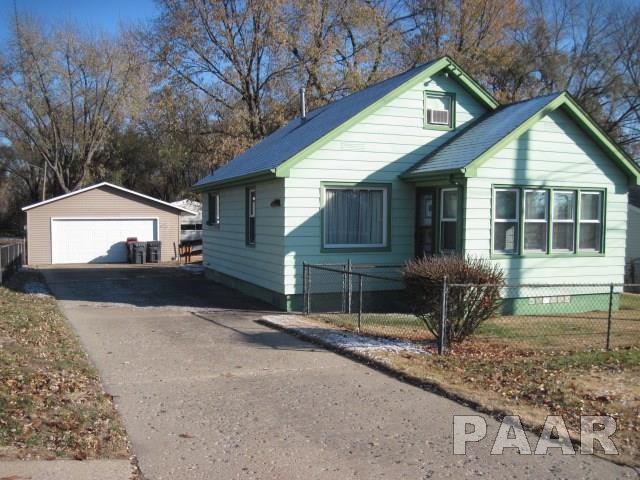 1600 Charlotte Street, Pekin, IL 61554 (#1199820) :: Adam Merrick Real Estate