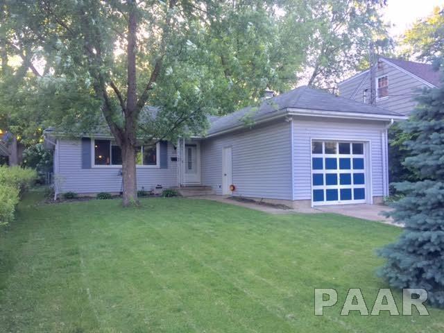 2203 N Flora, Peoria, IL 61604 (#1200511) :: Adam Merrick Real Estate