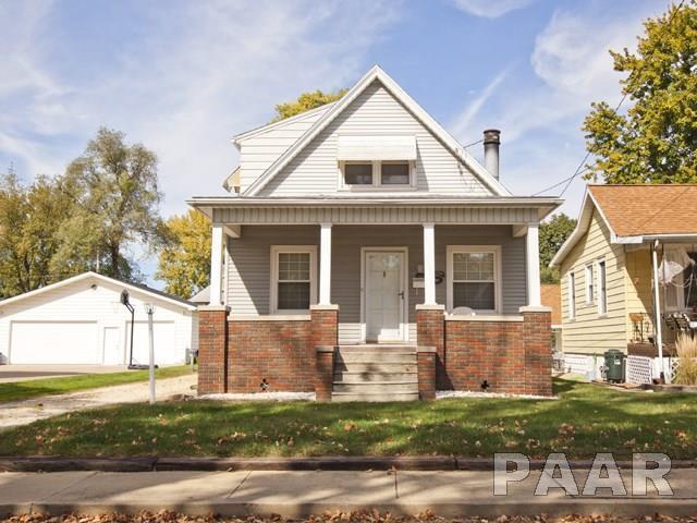 2121 W Clarke, West Peoria, IL 61604 (#PA1203509) :: Adam Merrick Real Estate