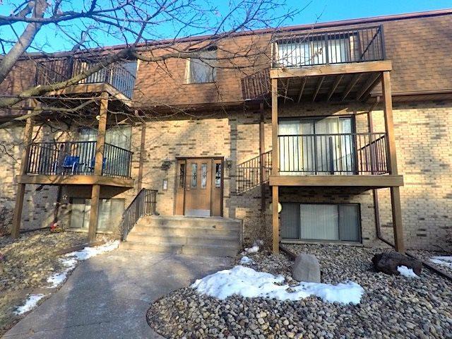 5102 25TH AV CT, Moline, IL 61265 (#QC110) :: Adam Merrick Real Estate