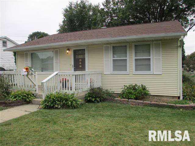 105 Sycamore Street, Jacksonville, IL 62650 (#CA3092) :: The Bryson Smith Team