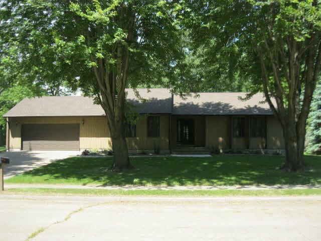 327 22ND Avenue, Camanche, IA 52730 (#QC4203780) :: Adam Merrick Real Estate