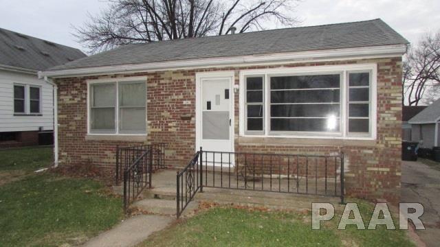 1307 S 9TH ST, Pekin, IL 61554 (#1190214) :: Adam Merrick Real Estate