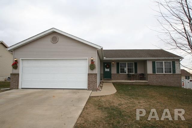 406 Coventry, Mackinaw, IL 61755 (#1190304) :: Adam Merrick Real Estate