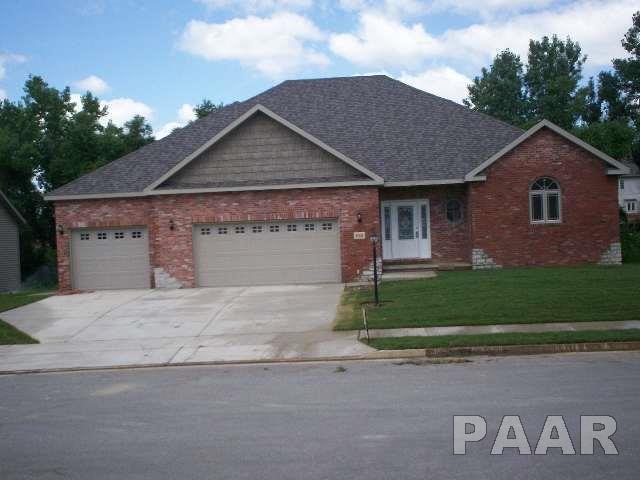 2001 W Forestglen Drive, Peoria, IL 61615 (#PA1194413) :: Adam Merrick Real Estate