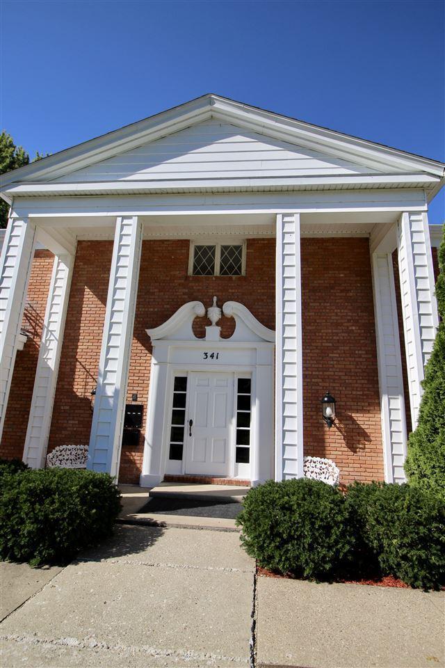 341D Country Club Drive, Pekin, IL 61554 (#1198099) :: Adam Merrick Real Estate
