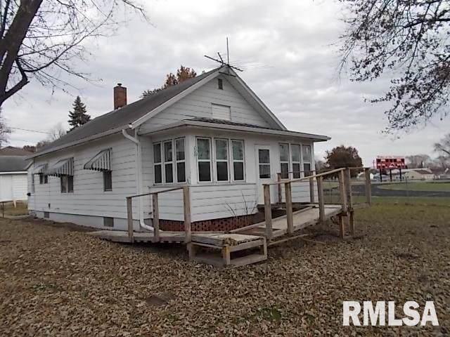 1301 12TH Avenue, Fulton, IL 61252 (#QC4207912) :: Paramount Homes QC