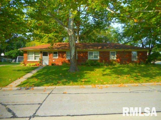 558 34TH Avenue, East Moline, IL 61244 (#QC4216187) :: Nikki Sailor | RE/MAX River Cities