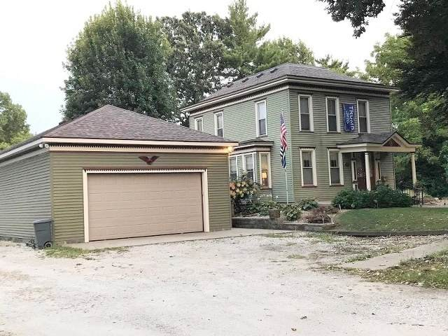 402 Sandusky Street, Jacksonville, IL 62650 (#QC4220645) :: Nikki Sailor | RE/MAX River Cities