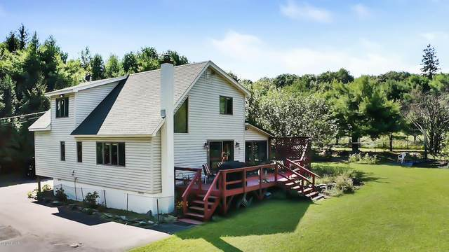 112 Balsam Ln, Milford, PA 18337 (MLS #20-3563) :: McAteer & Will Estates | Keller Williams Real Estate
