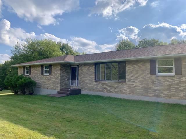 18 Lakeville Ct, Lakeville, PA 18438 (MLS #19-4131) :: McAteer & Will Estates | Keller Williams Real Estate