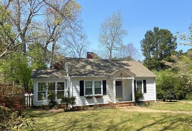 560 N Ridge Street, Southern Pines, NC 28387 (MLS #205301) :: Towering Pines Real Estate