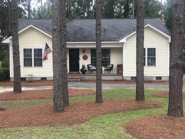 125 Forest Place, Aberdeen, NC 28315 (MLS #206913) :: Towering Pines Real Estate