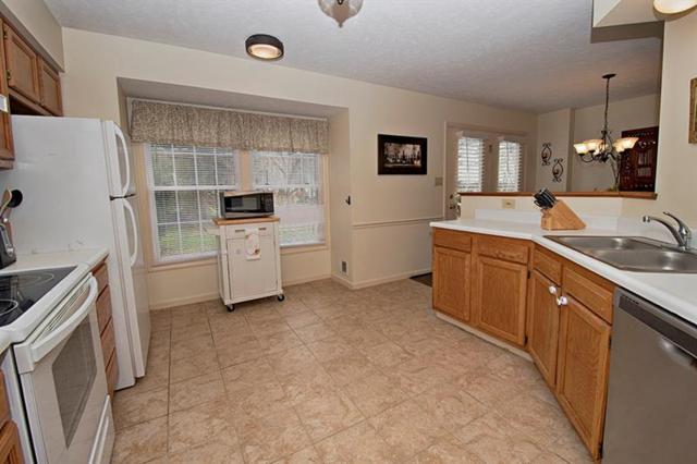 212 Commons Drive, Oakmont, PA 15139 (MLS #1387331) :: Broadview Realty