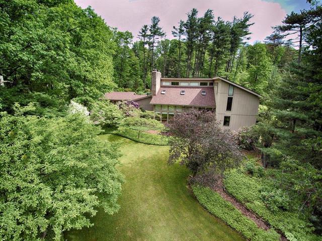 19 Woodbrook Dr, Fox Chapel, PA 15215 (MLS #1398970) :: Broadview Realty