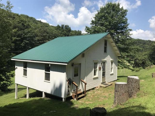 417 Hanging Rock Road, Washington/Creekside, PA 15732 (MLS #1412646) :: Dave Tumpa Team