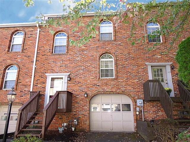 121 Pinewood Ct, Ross Twp, PA 15202 (MLS #1422801) :: Broadview Realty