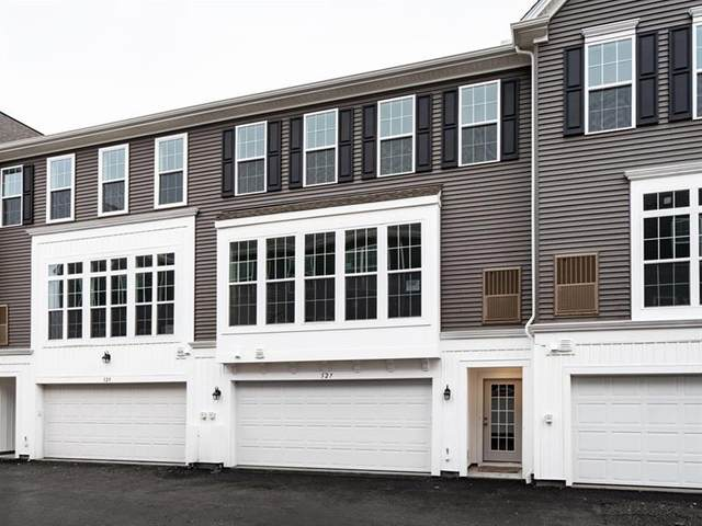 327 Parade Street, Cranberry Twp, PA 16066 (MLS #1441787) :: Dave Tumpa Team