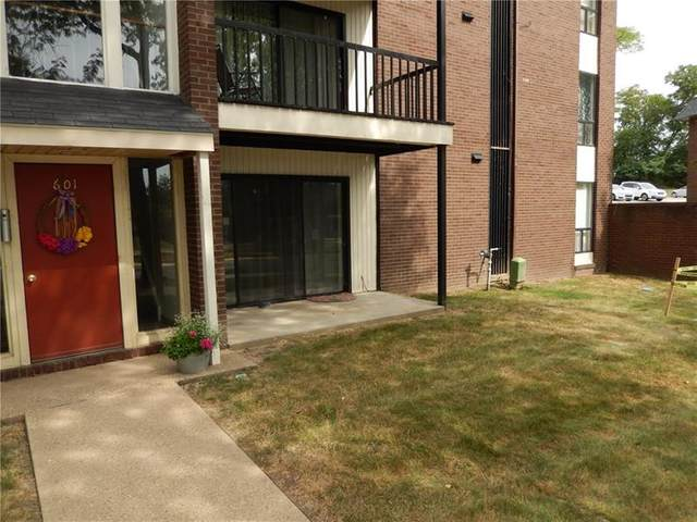 601 College Park Dr #2, Moon/Crescent Twp, PA 15108 (MLS #1459530) :: RE/MAX Real Estate Solutions