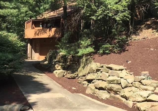 2624 Woodmont Lane, Franklin Park, PA 15090 (MLS #1477630) :: Hanlon-Malush Team