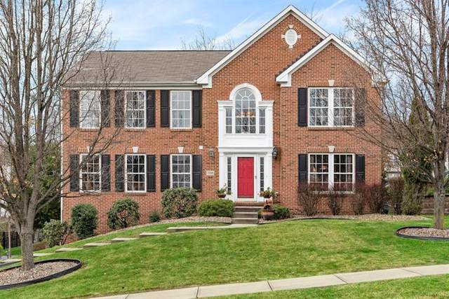 208 Beagle Dr, Moon/Crescent Twp, PA 15108 (MLS #1478470) :: The SAYHAY Team