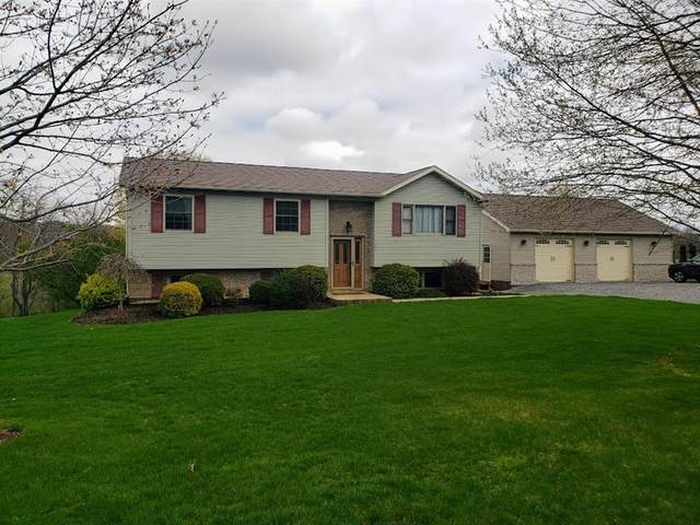 689 Seven Hills Rd, Oakland Twp, PA 16025 (MLS #1494823) :: The SAYHAY Team