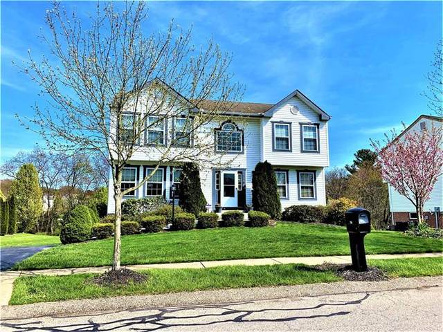 114 Carlye Dr, Cranberry Twp, PA 16066 (MLS #1500120) :: The SAYHAY Team