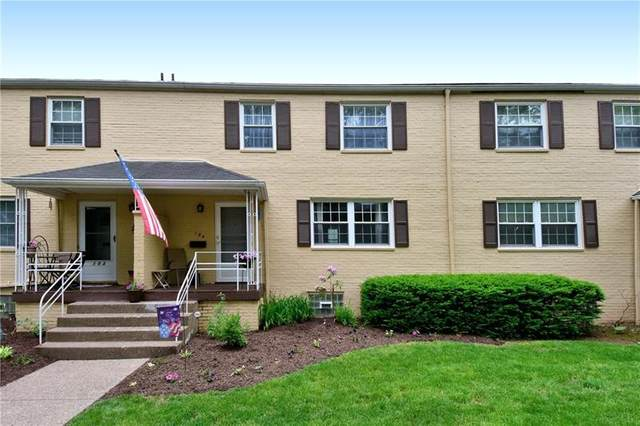 104 Raleigh Ct, Ross Twp, PA 15237 (MLS #1503979) :: The SAYHAY Team