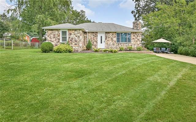 302 Bayberry Dr, Ross Twp, PA 15237 (MLS #1522413) :: The SAYHAY Team
