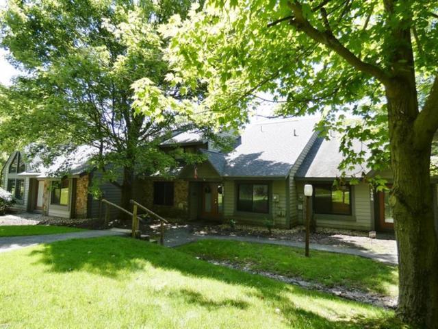 1917 South Ridge Court, Hidden Valley, PA 15502 (MLS #1392545) :: Dave Tumpa Team