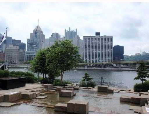 320 Fort Duquesne Blvd 4G, Downtown Pgh, PA 15222 (MLS #1331834) :: Keller Williams Pittsburgh