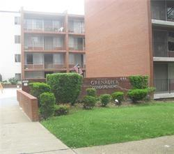 446 Hoodridge Dr #301, Castle Shannon, PA 15234 (MLS #1349679) :: Keller Williams Pittsburgh