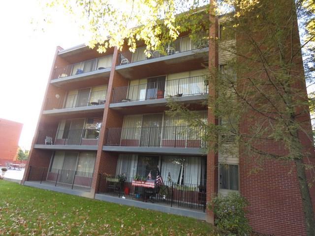 446 Hoodridge Dr #403, Castle Shannon, PA 15234 (MLS #1367571) :: Keller Williams Realty