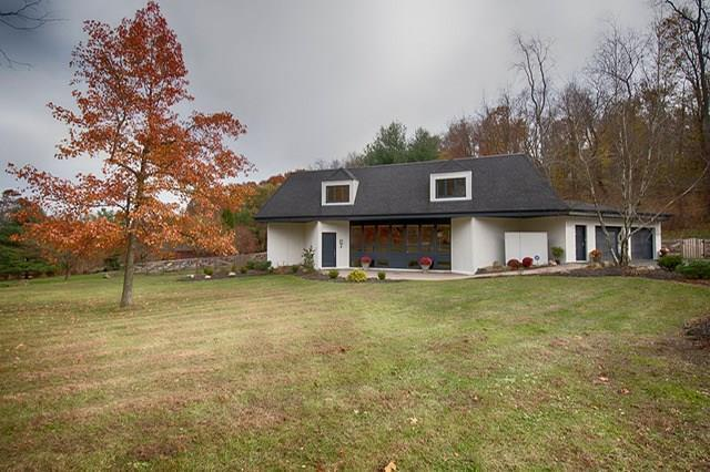 100 Wise Hill, Fox Chapel, PA 15238 (MLS #1370598) :: Broadview Realty