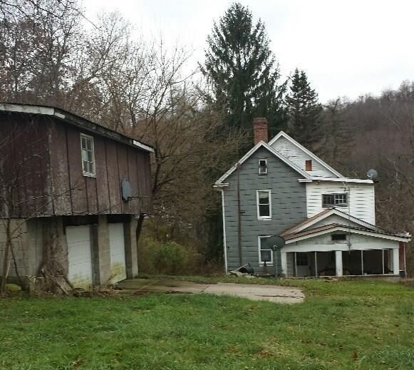 235 Spring Valley Road, Penn Twp - Wml, PA 15644 (MLS #1373924) :: Keller Williams Realty