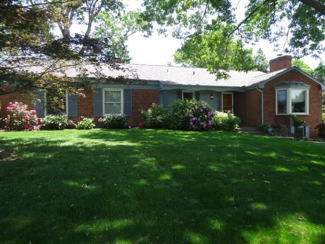 2621 Quail Hill, Upper St. Clair, PA 15241 (MLS #1379895) :: Broadview Realty