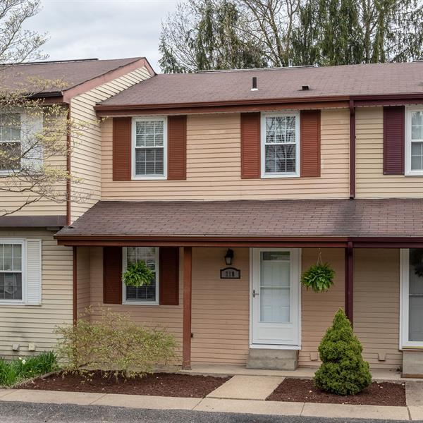 218 Parkwood Dr, Cranberry Twp, PA 16066 (MLS #1391178) :: Broadview Realty