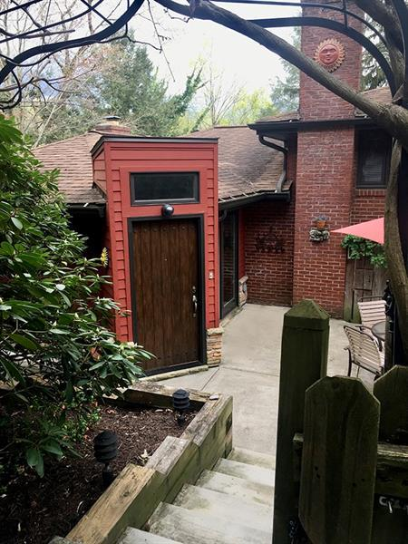 1063 Summer Place, Mt. Lebanon, PA 15243 (MLS #1392075) :: Broadview Realty