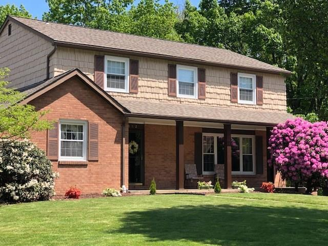162 N. Jamestown Rd, Moon/Crescent Twp, PA 15108 (MLS #1395853) :: The SAYHAY Team